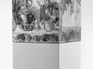 2005 Weißblech, Nieten, Folien, Keramikfarbe, Holz 70 x 35 x 35 cm